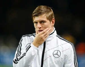 kroos as double pivot in 4-2-3-1 formation